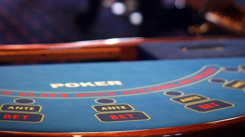 Spela live casino mot livs levande dealers